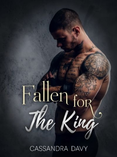 Fallen For The King (MxM Romance)